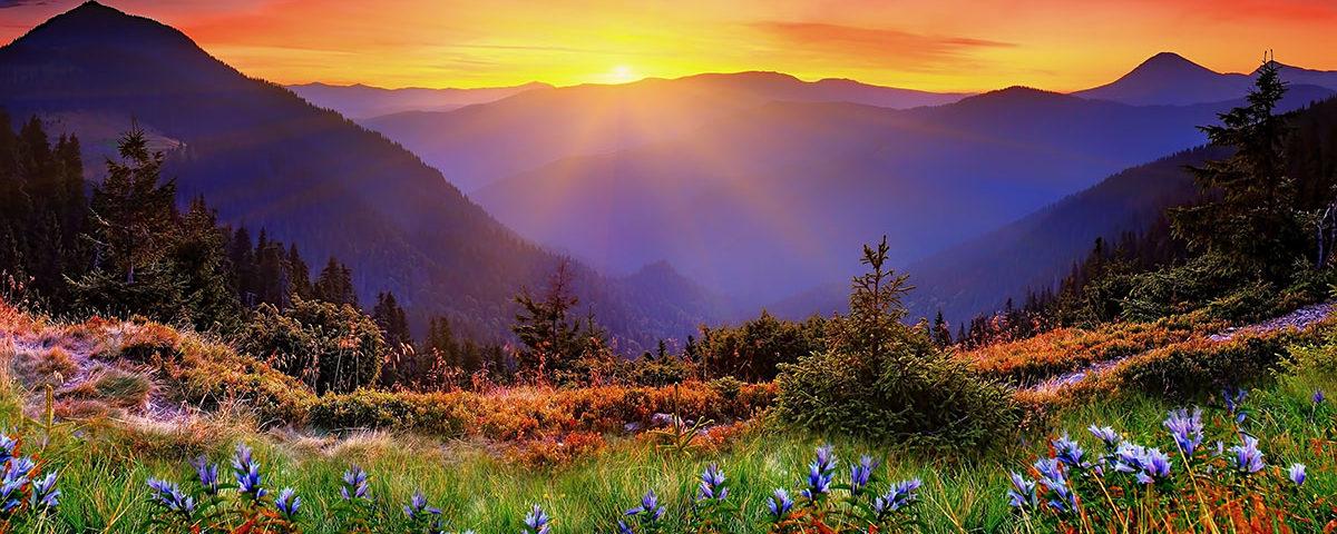 Красивый закат в новозеландских горах