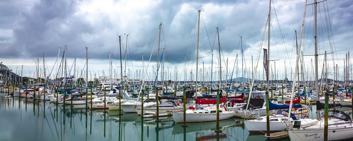 Парусные яхты на пристани в Окленде