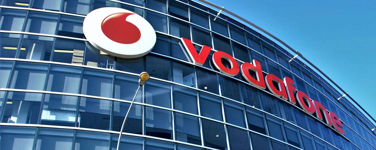 Логотип Vodafone на здании