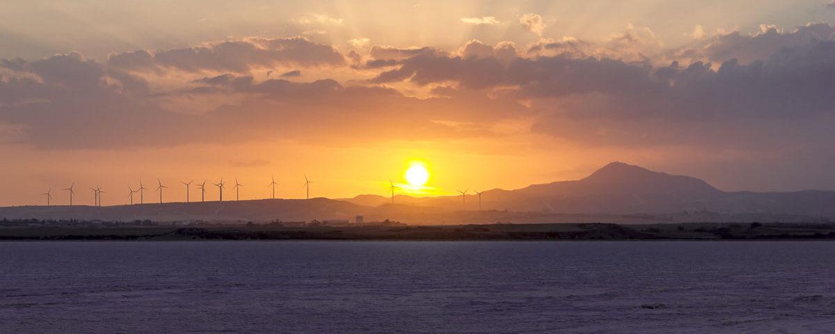 Закат на соленом озере