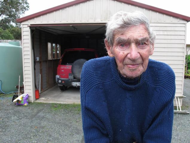 Самый старый водитель Новой Зеландии в свои 105 лет все еще садится за руль