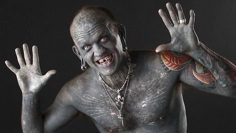 Новозеландец Лаки Даймонд Рич - самый татуированный человек в мире