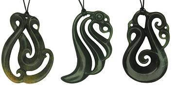 Символы маори и их значение: манайя из зеленого камня