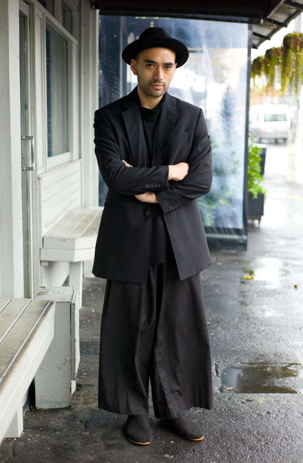 Ра - эту одежду он сшил сам.