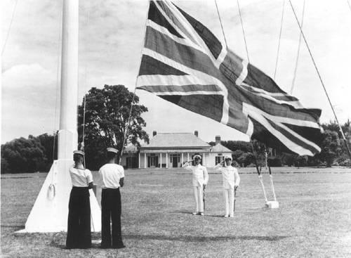 Церемония поднятия флагов в Вайтанги