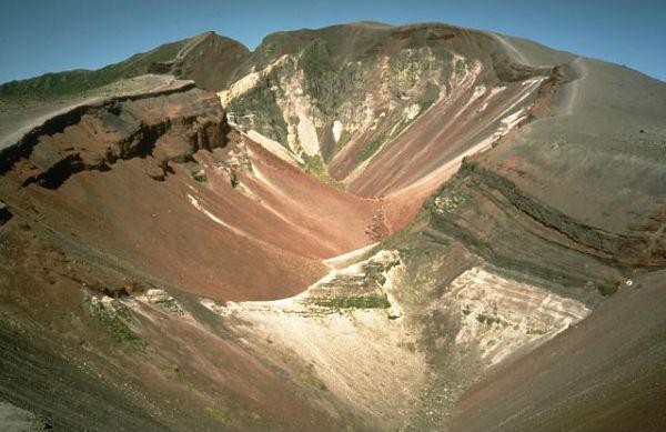 Кратер-трещина Окатайна вулкана Таравера
