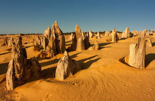 Пустыня Пиннаклз (The Pinnacles) или Пустыня островерхих пиков