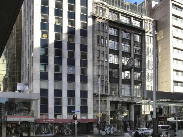 Вид на другую (западную) часть Queen Street со стороны Shortland Street, 2011 год