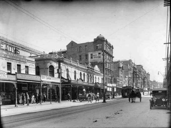 Восточная сторона Queen Street выше Shortland Street, 1917 год