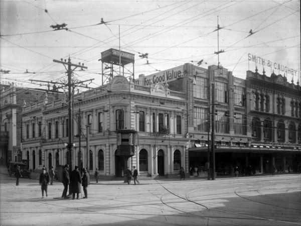 Угол Wellesley Street West и Queen Street, 1924 год