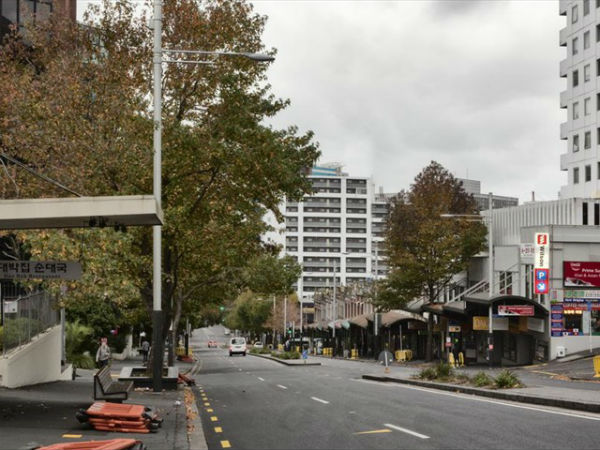 Вид на Queen Street со стороны Scotia Place, 2011 год