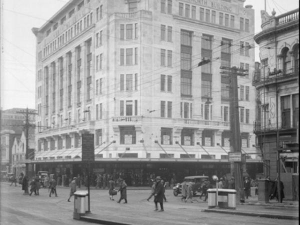 Здание Dilworth на углу Queen и Customs Street, 1927 год