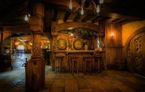Хоббит-бар в Средиземье