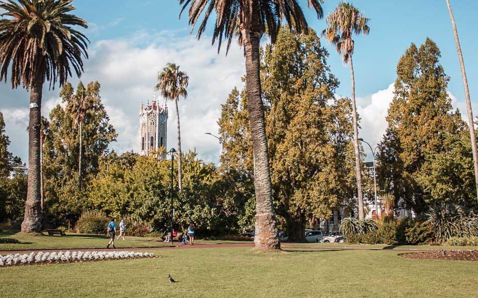Альберт-парк и здание университета Окленда