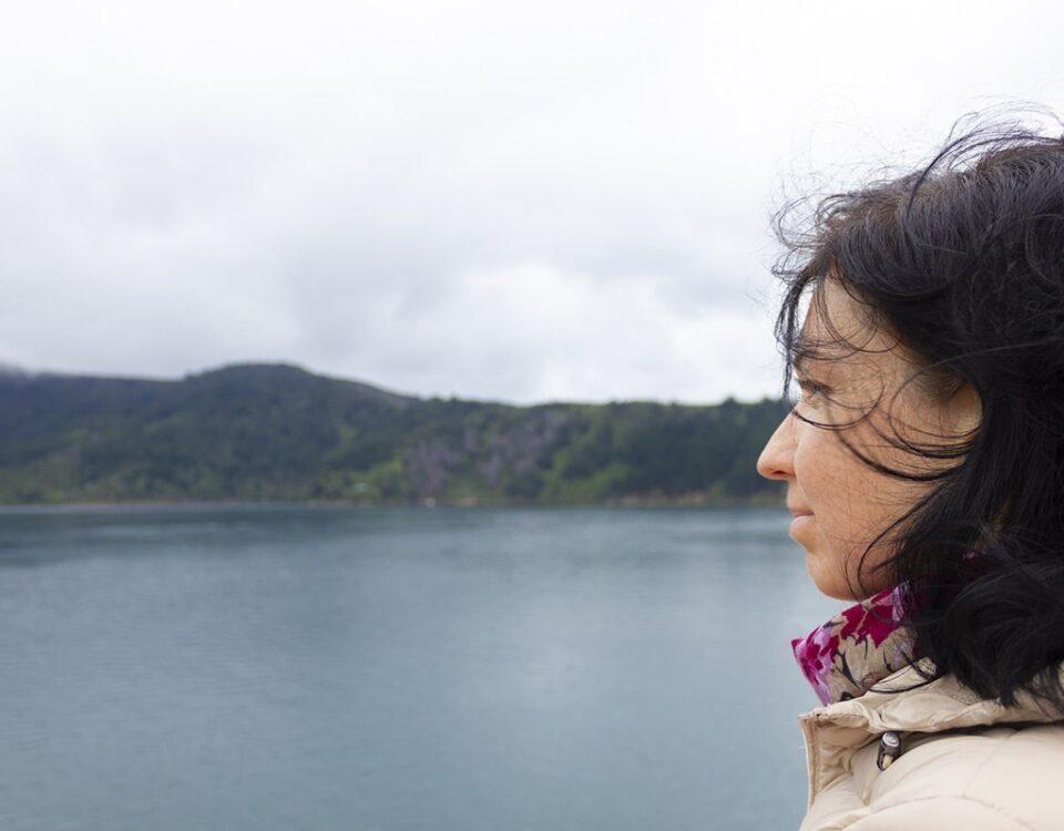 Мария смотрит на пролив Кука